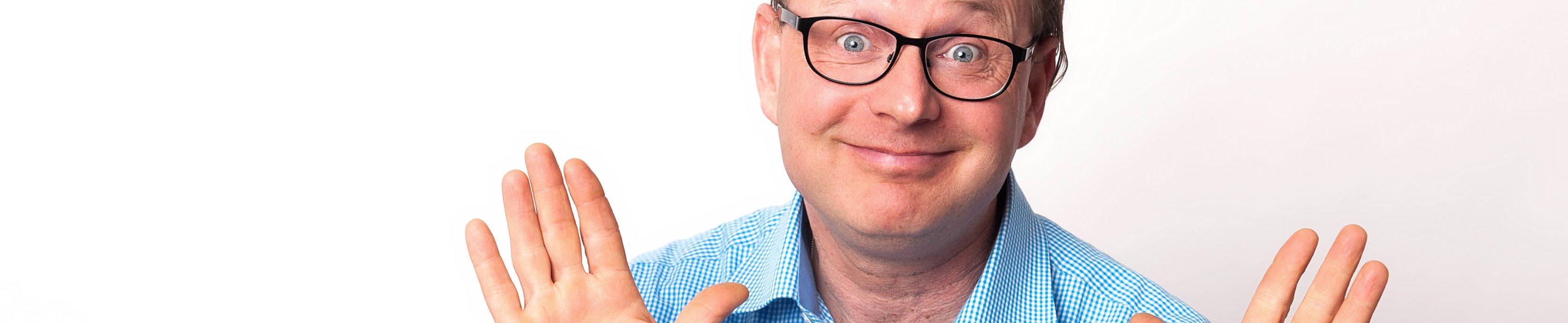 Ralf Käppler mit lächeln und abwehrenden Händen